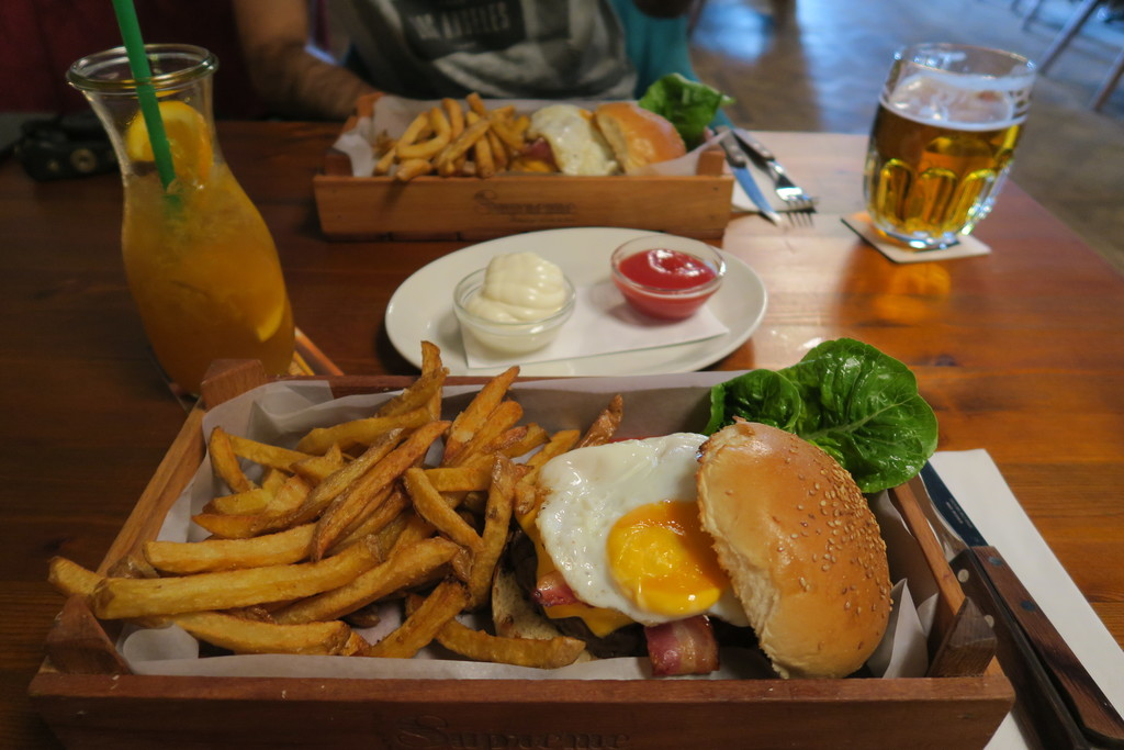 16.Supreme Burger Grill Bar Berlin