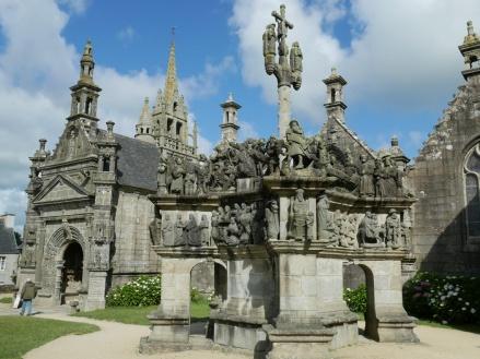 Guía para visitar les enclos paroissiaux  (recintos parroquiales) de Bretaña